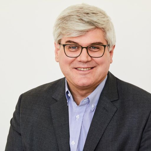 Portrait photo of advisor Bernhard Raberger