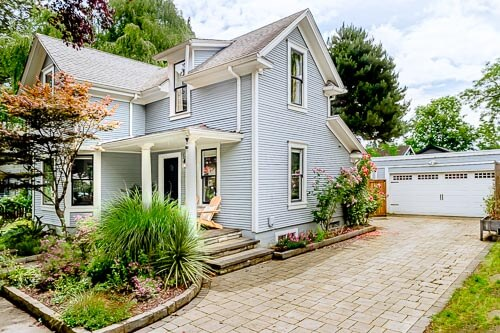 Front of blue Airbnb home in Sellwood Portland