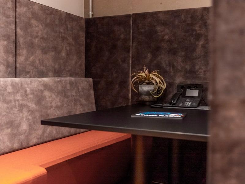 Abbildung der separierten Lounge direkt am Tresor. Hier kann man ganz ungestört seine Wertgegenstände anschauen.