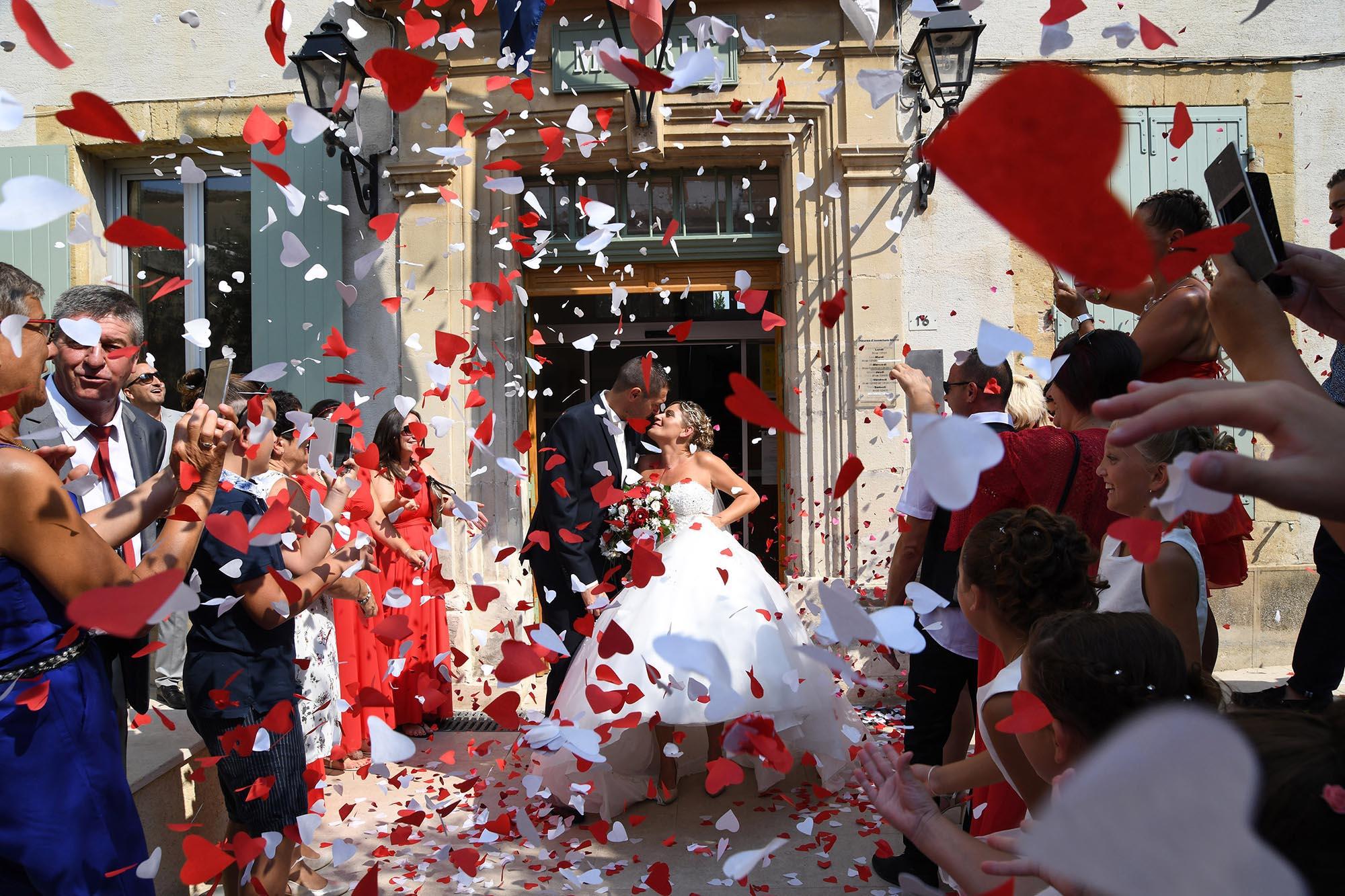 photographe-mariage-vaucluse-sortie-mairie
