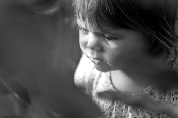 shooting photo enfant en noir & blanc