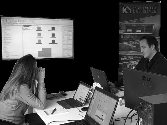 photo noir et blanc de 2 personnes qui travaillent sur écran d'ordinateurs