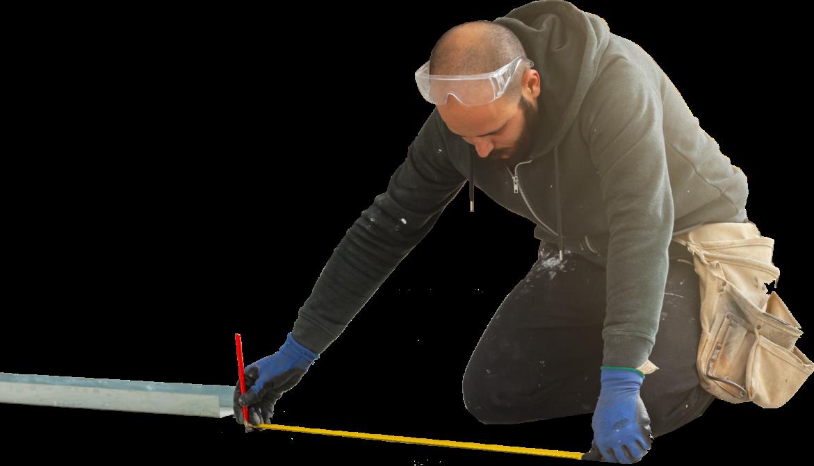 photo d'un plaquiste en train de mesurer au sol