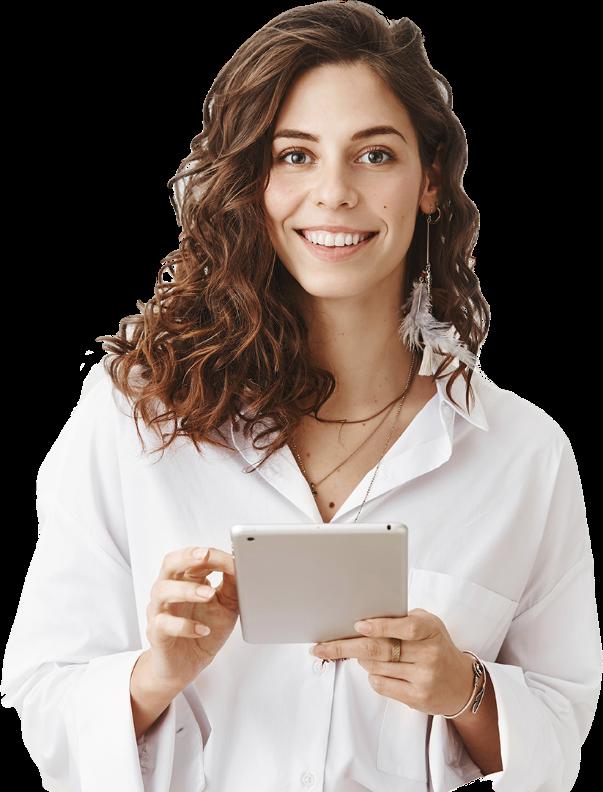femme tenant une tablette