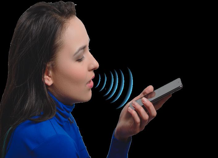 photo femme en train de dicter commande vocale sur smarphone