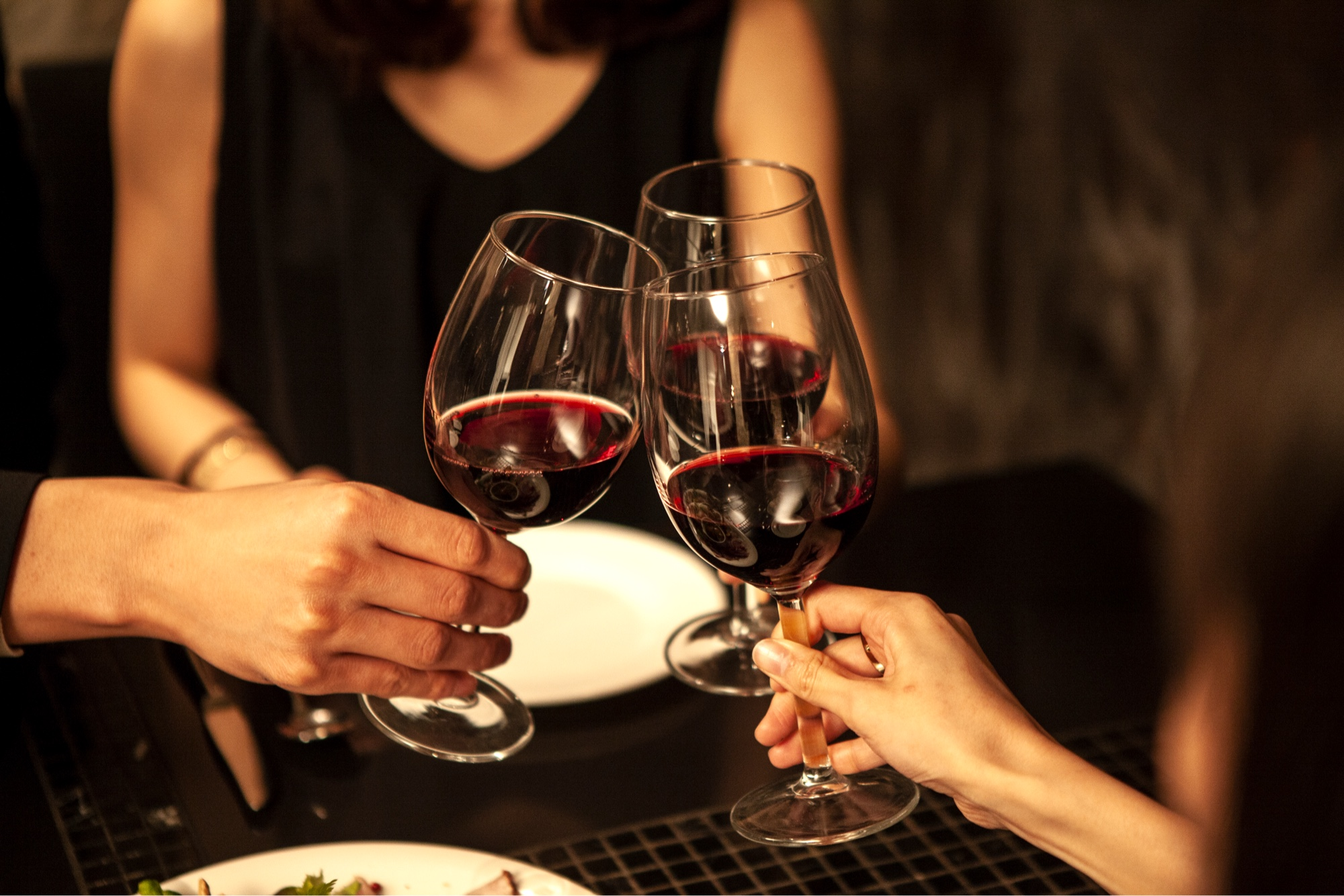 We believe wine is best served with friends, accompanied by tapas and meals that amaze you, every time.