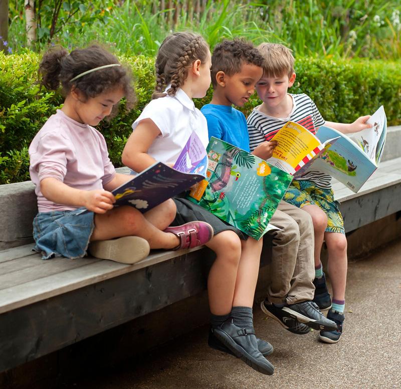 Children reading at Lyndhurst
