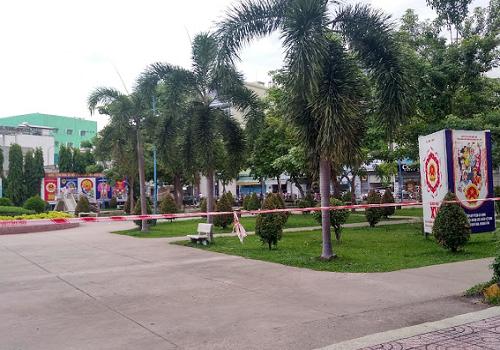 Công viên Ủy ban Quận Tân Phú - Hẻm 52 Thoại Ngọc Hầu, Tân Phú