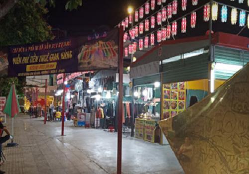 Chợ đêm Đầm Sen Square, đường Kênh Tân Hoá, Phường 03, Quận 11, TPHCM
