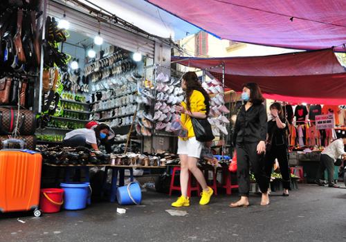 Chợ Nhà Xanh - Phan Văn Trường, Dịch Vọng Hậu, Cầu Giấy, Hà Nội