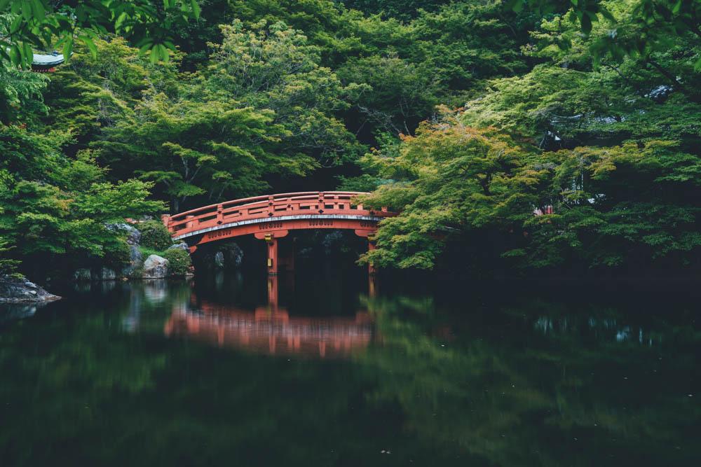 Brücke in Zen Garten
