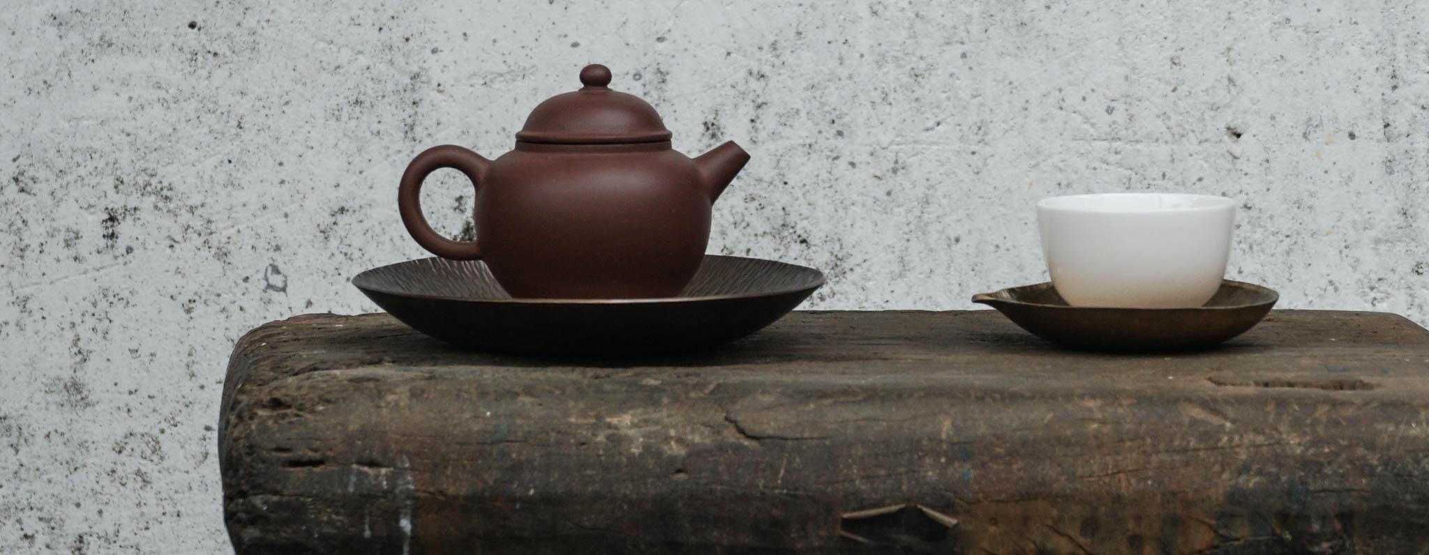 Zen Teekanne auf Bank