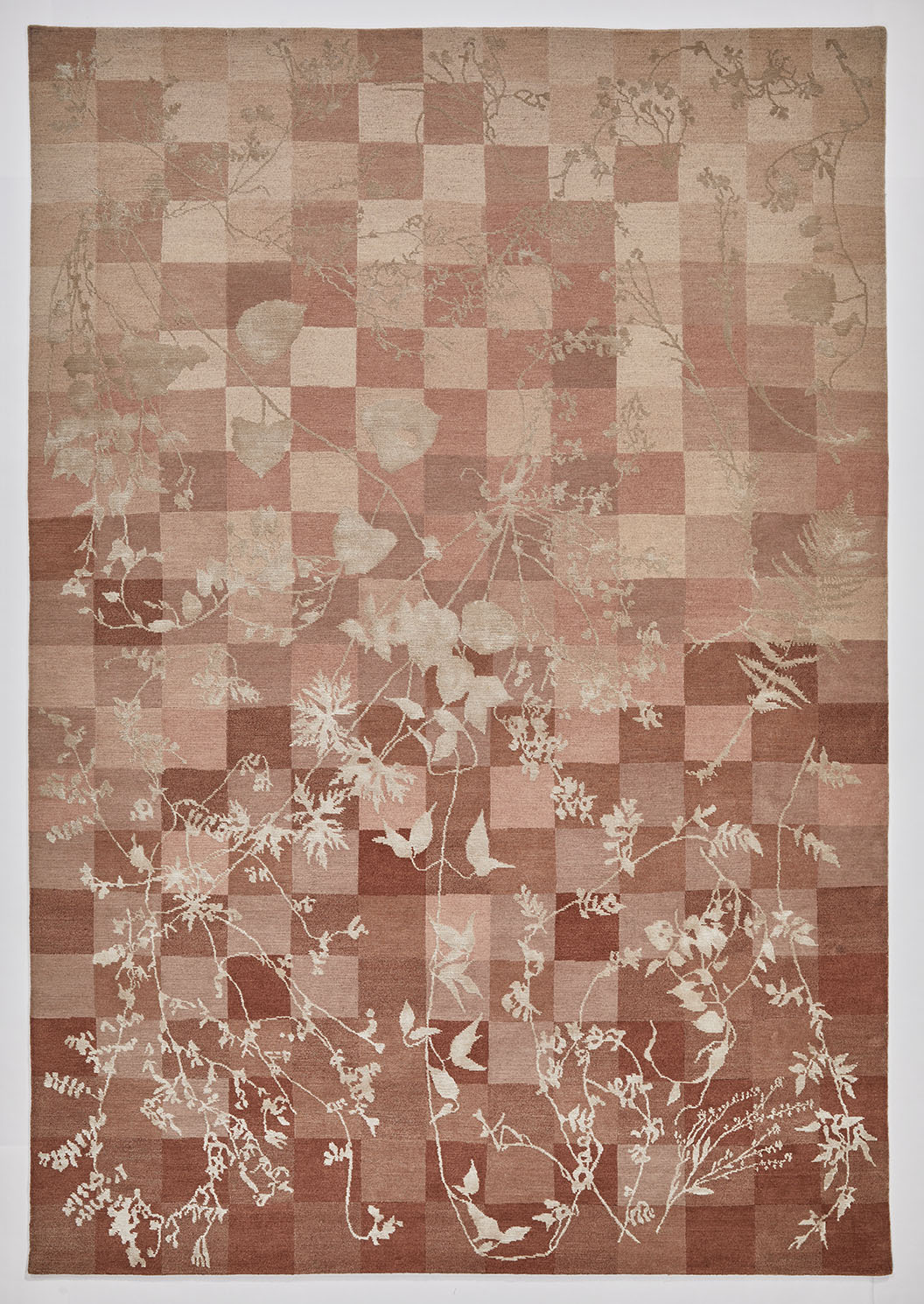 Overview of a rose colour Botanical Rug
