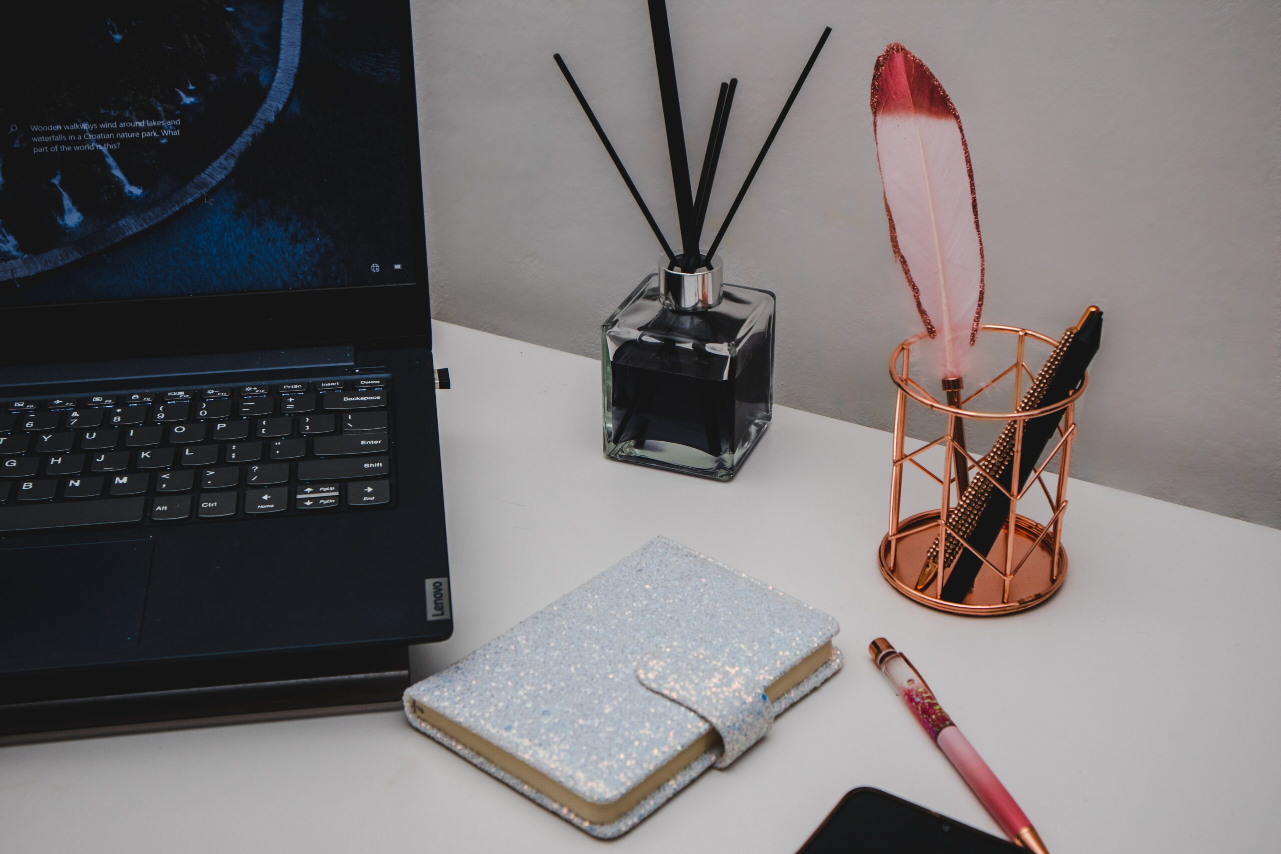 8 must-have tools in a copywriter's arsenal + 4 wacky tips