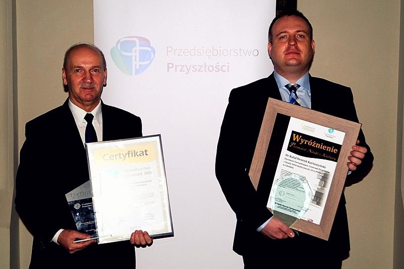 Henryk Kartaszyński and Rafał Kartaszyński are posing for the picture with prizes.