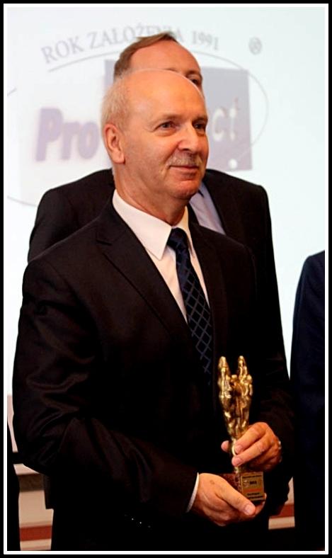 Henryk Kartaszyński is standing with the prize.