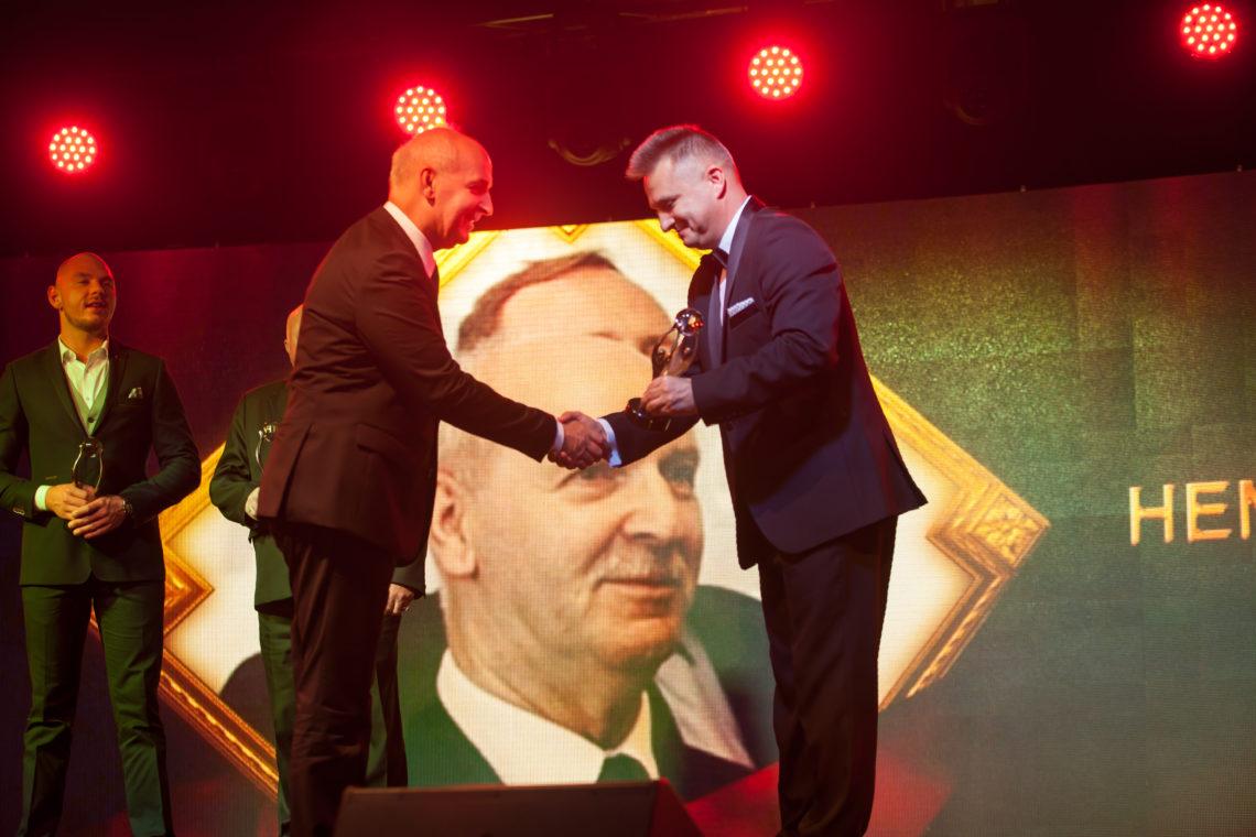 Henryk Kartaszyński is reciveing the prize.