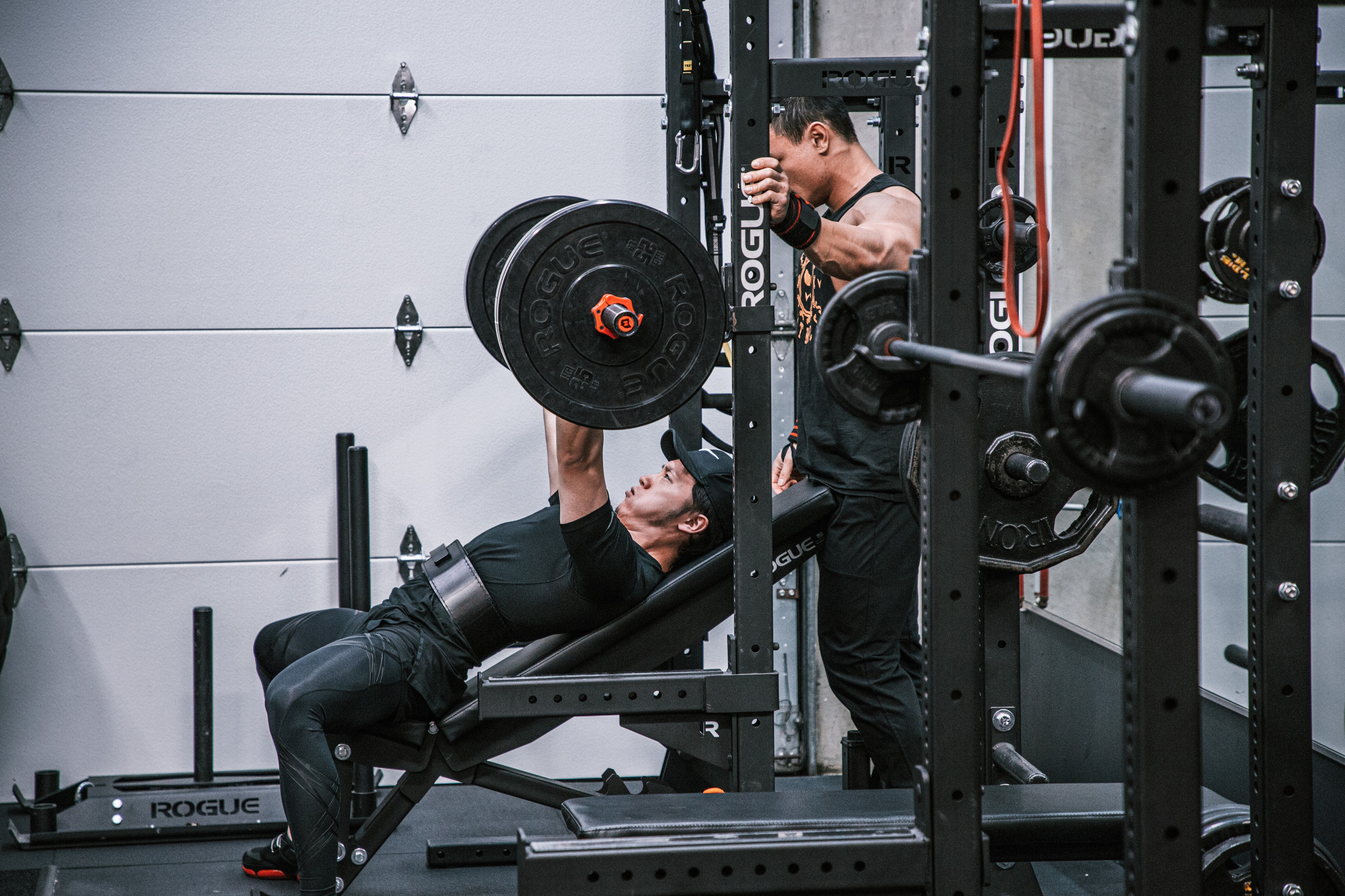 What are the 6 staple exercises everyone at the gym must do? Why should you do these 6 exercises? If you have been working out for a while but your gains are stalling; or you are new to working out and need advice on what exercises to start with, this article is for you.