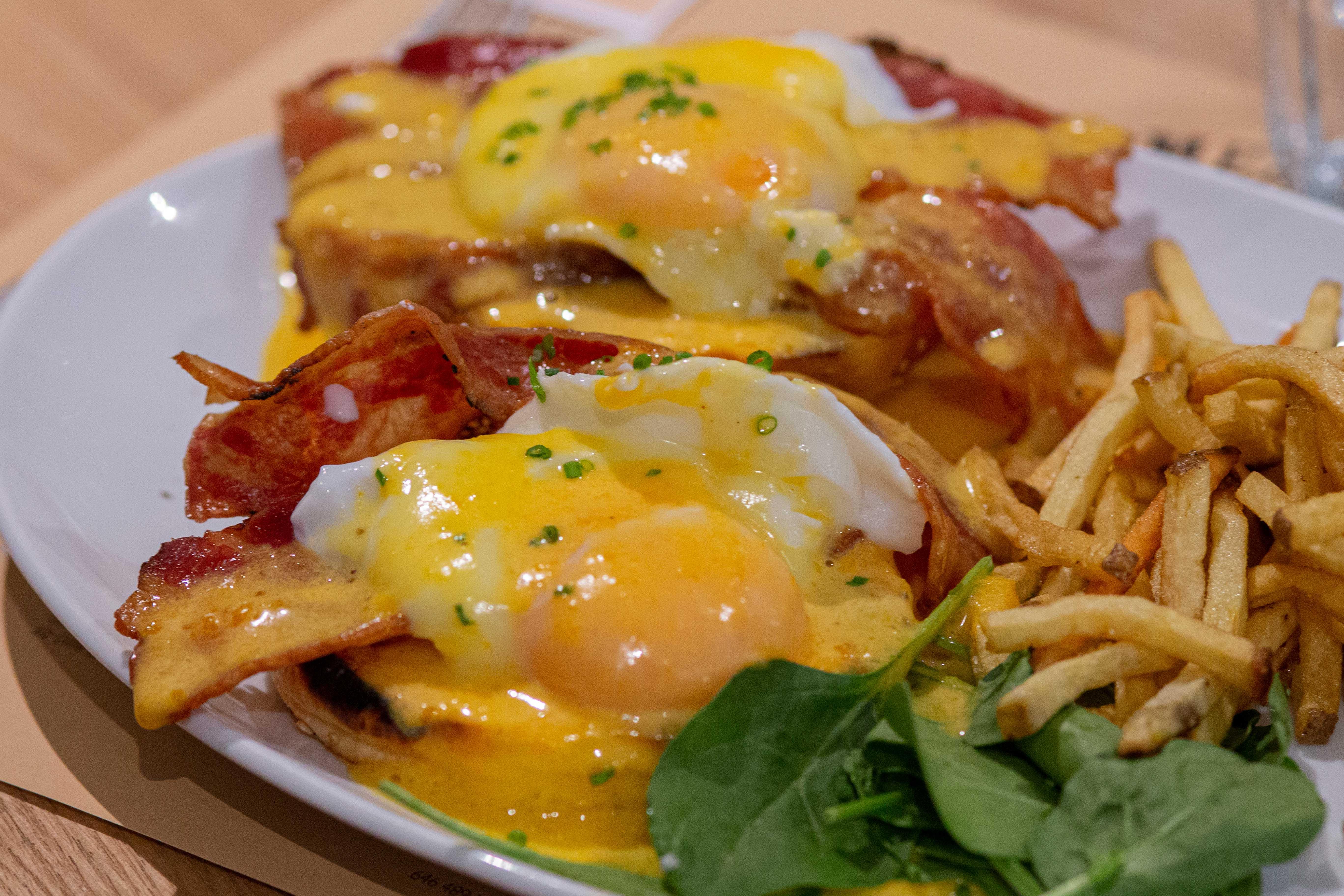 """Huevos """"benedict"""" - brunch in barcelona - Meatpacking"""
