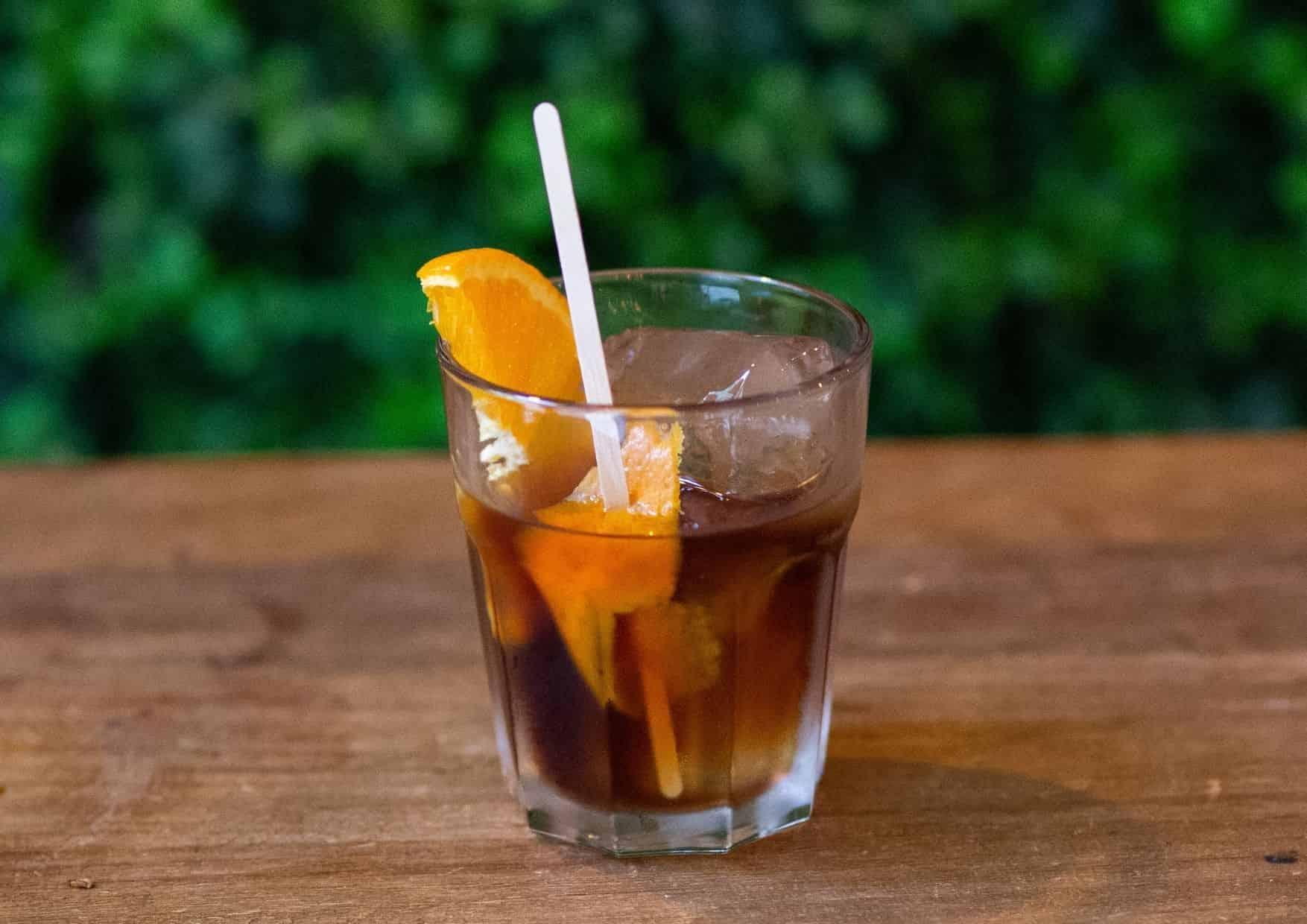 Vermut Rivera con naranja fresca - bar barcelona - cócteles barcelona - cocktail barcelona