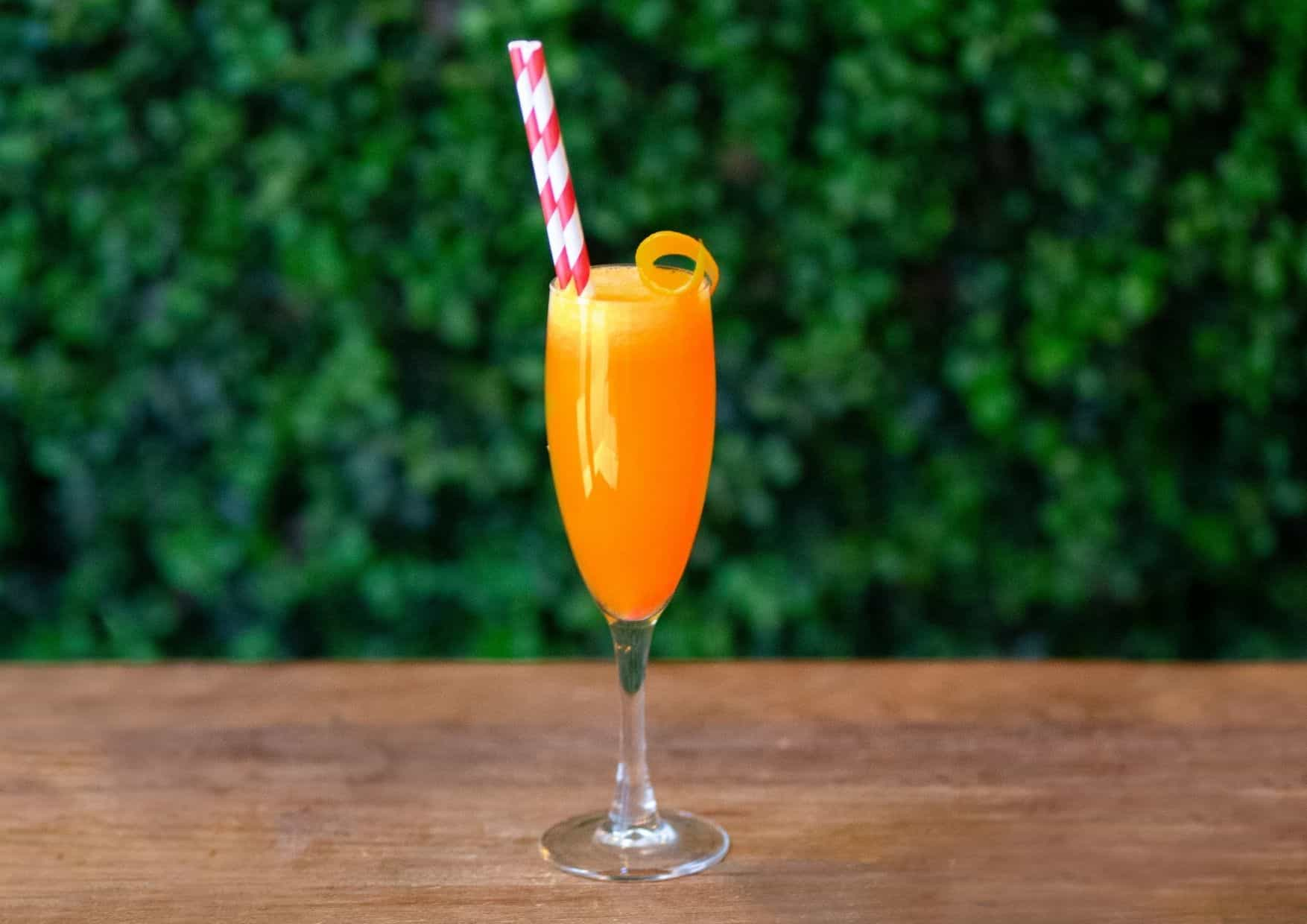 Mimosas - Cava y zumo de naranaja - bar barcelona - cócteles barcelona - cocktail barcelona