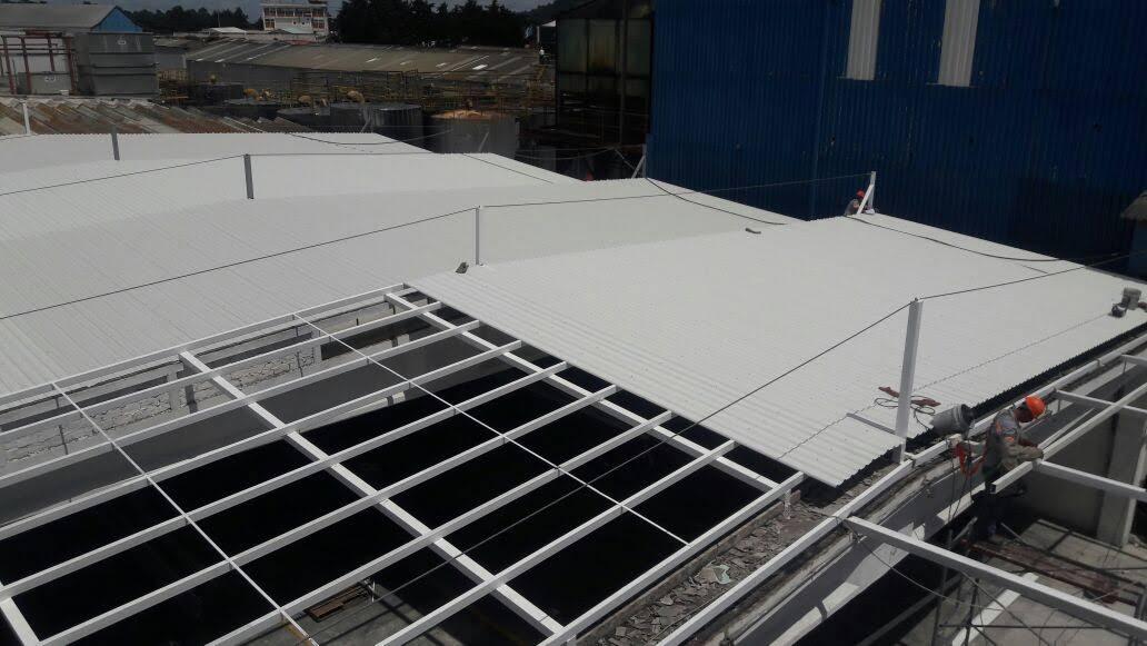 Cambio de techos industriales para certificación OSHA.