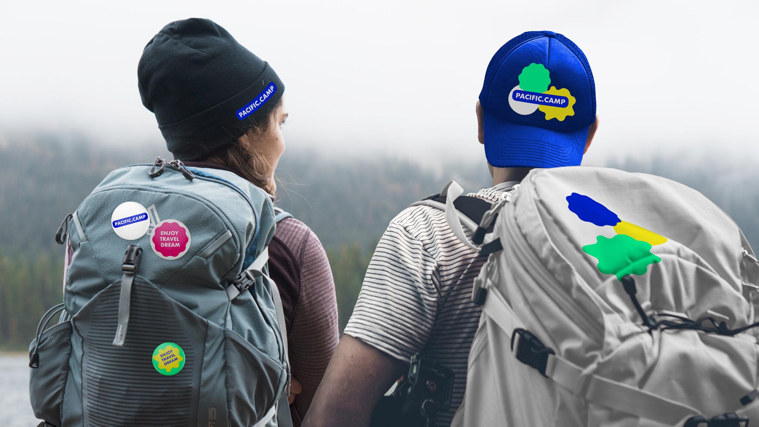 Именно поэтому корпоративный стиль сервиса включает яркие цветные элементы, напоминающие стикеры на рюкзак