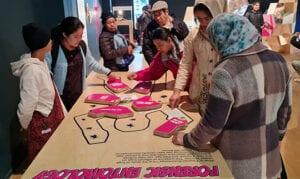 English language learners visit museum