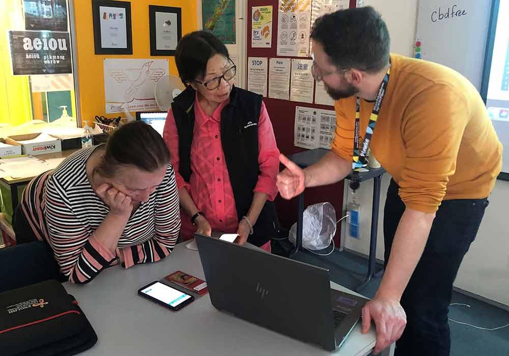 English learners practise digital literacy skills