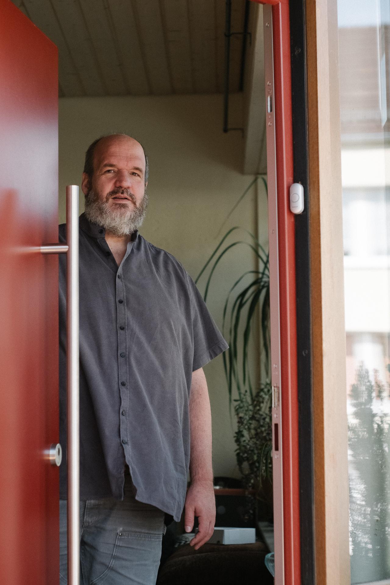 Bernd Bosbach in seinem Eingang
