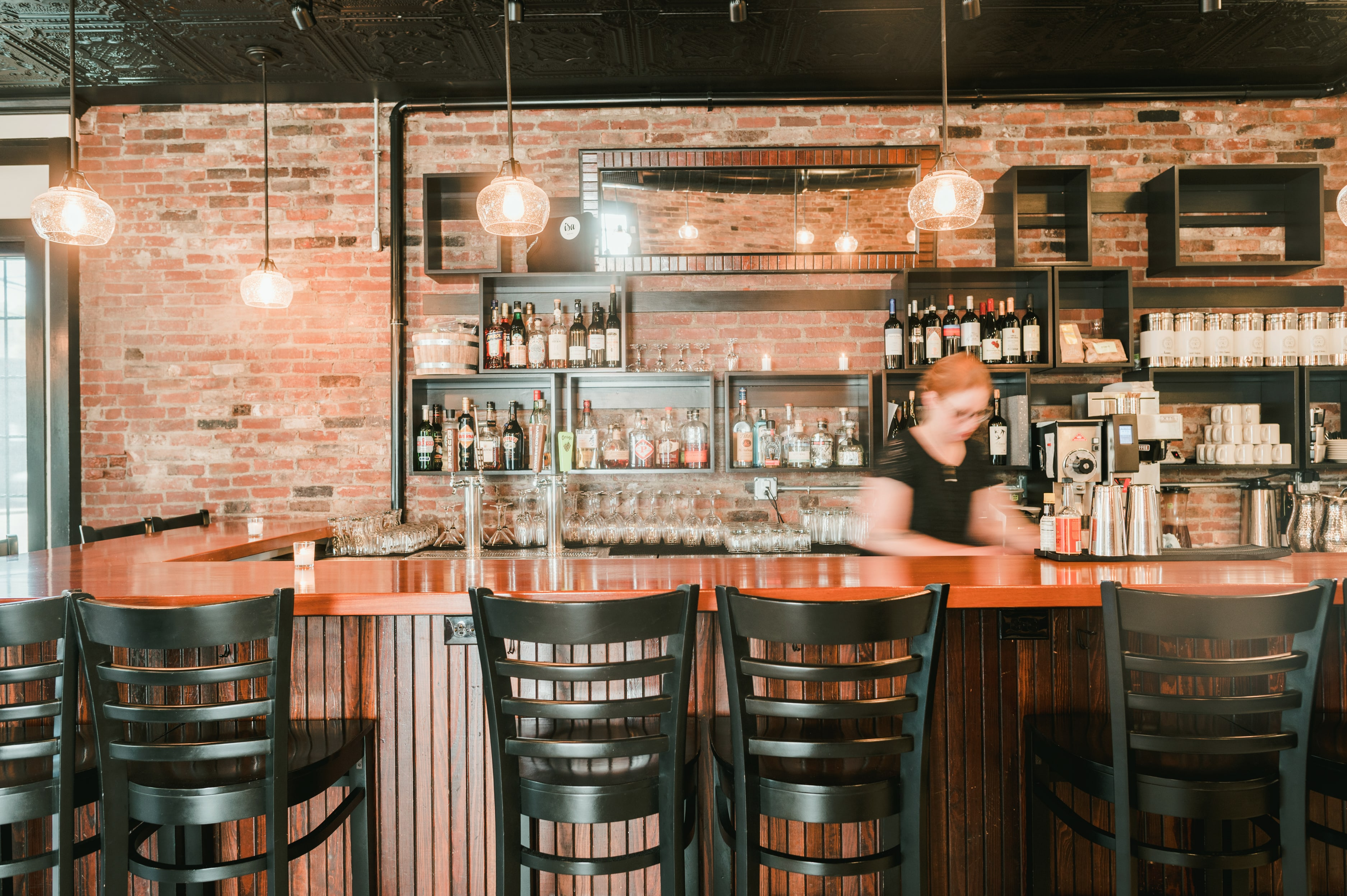 Isa Bistro bar and server