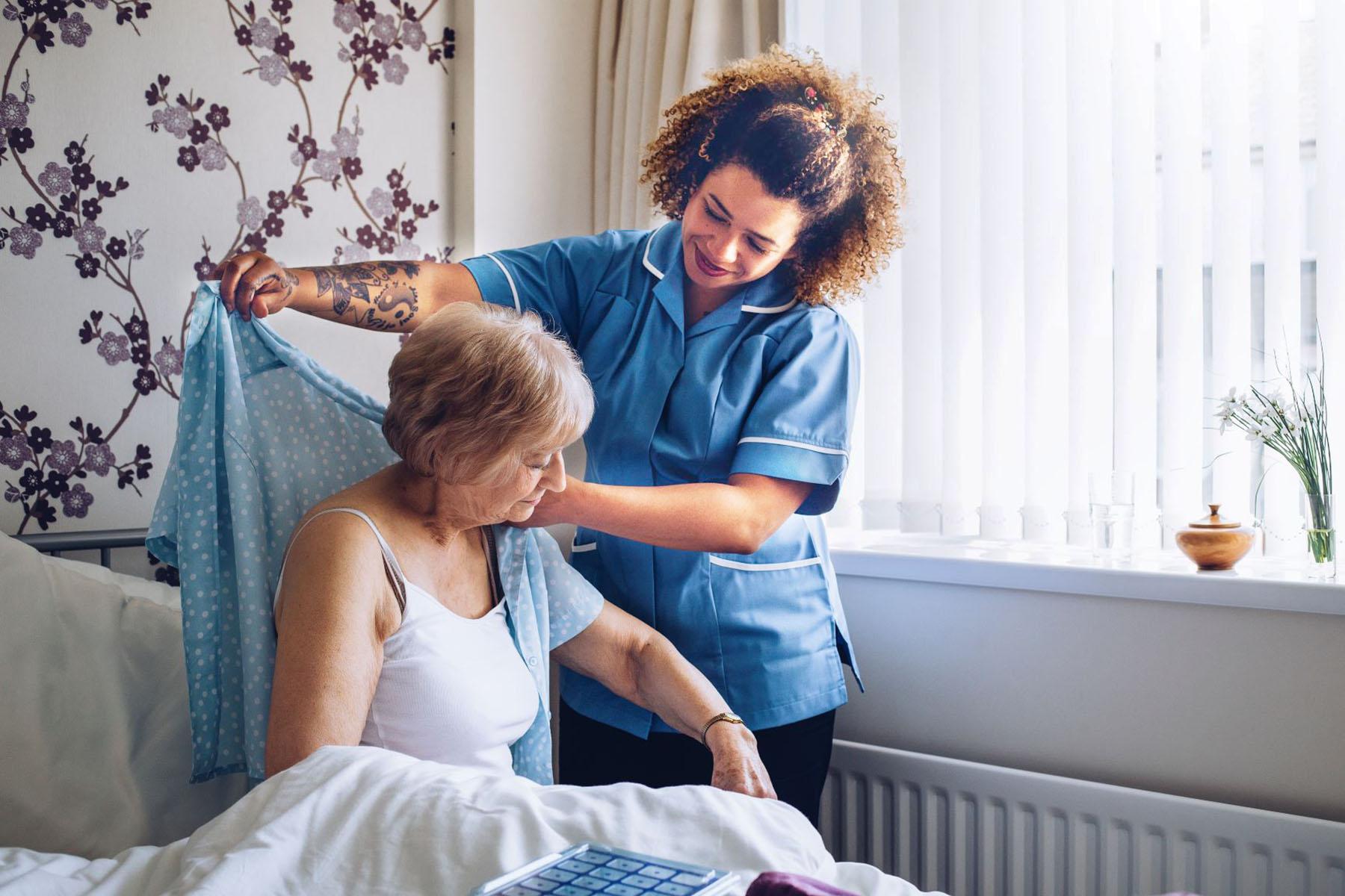Aufgaben einer Pflegerin in häuslicher Betreuung
