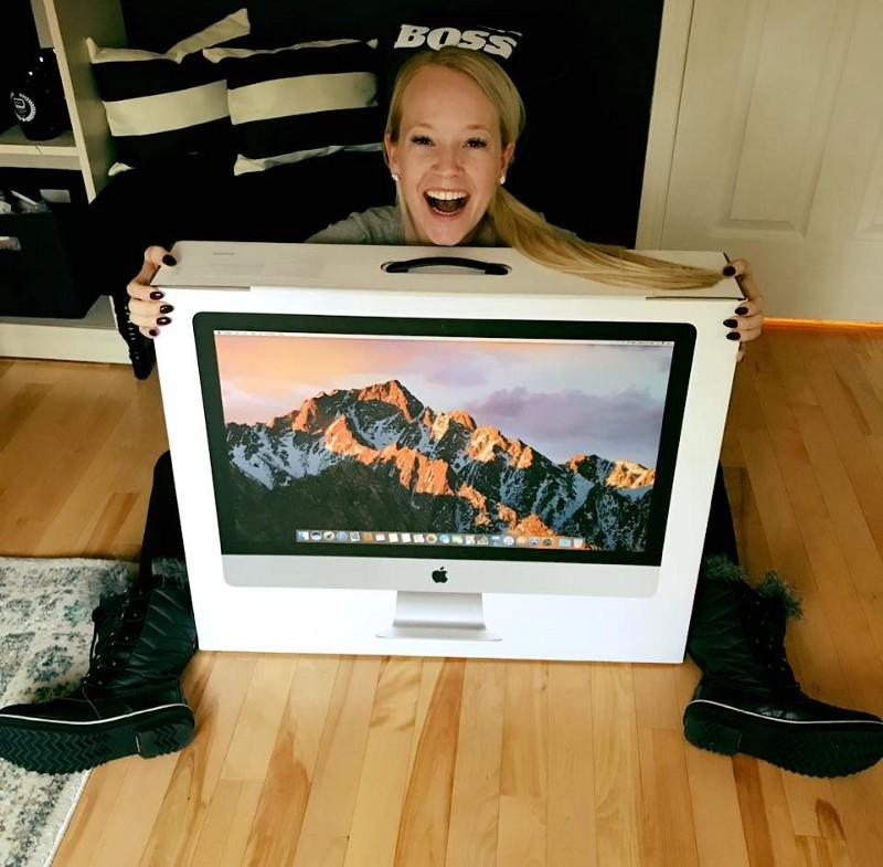 Rachel Pedersen with Mac Computer