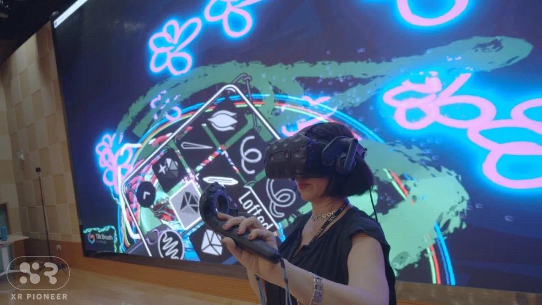 Paige Dansinger in VR World