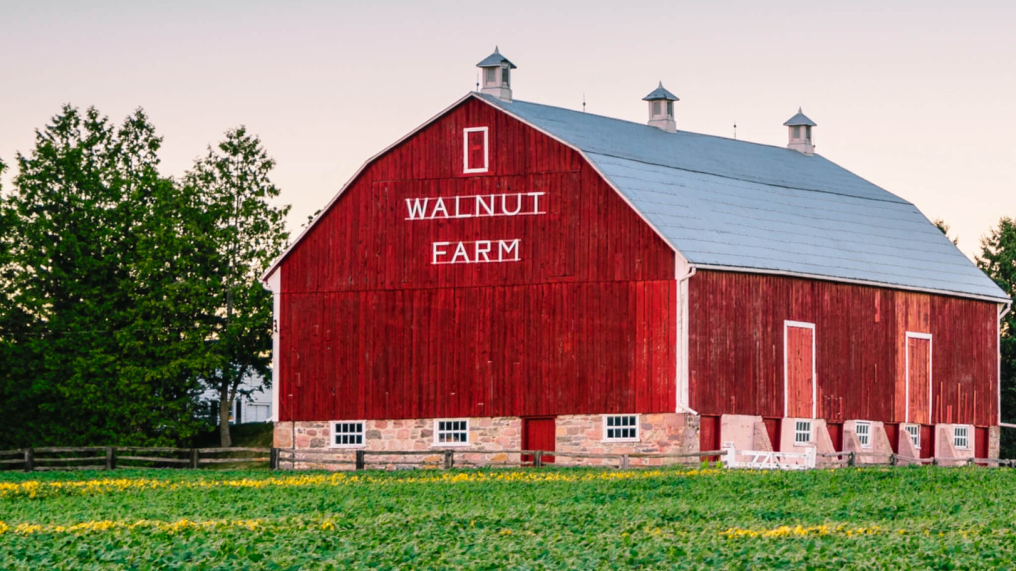 a picture of a red farm building