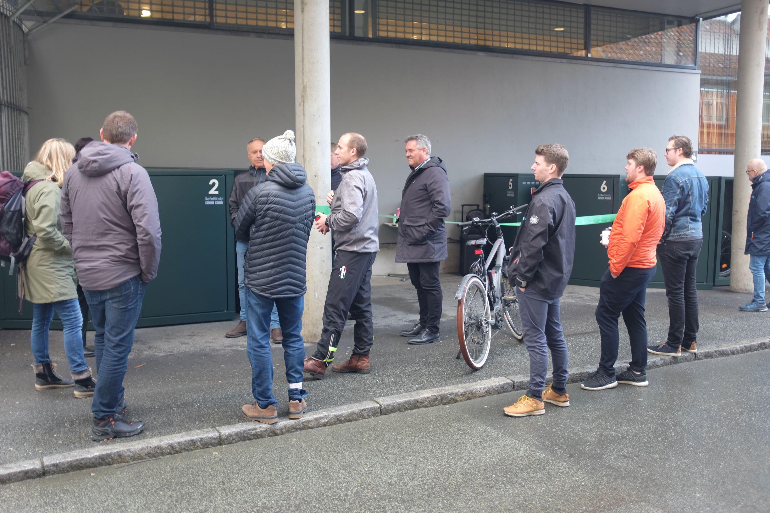 Ti smarte sykkelskap åpnet av ordfører Rita Ottervik