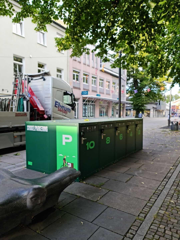 Sikker sykkelparkering i gågata