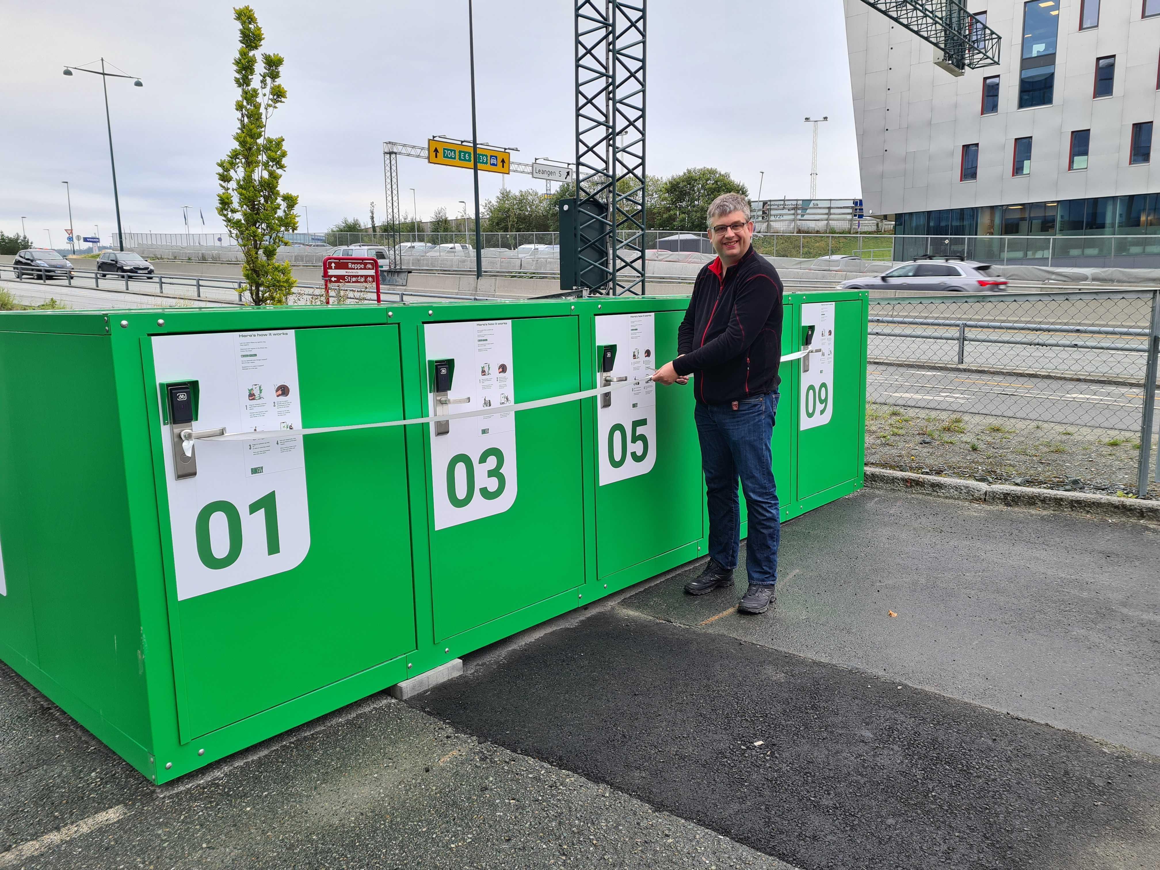 Henning har bidratt med trygg sykkelparkering til en hel bydel