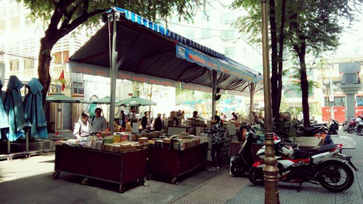 mái hiên cho quán ăn di động tại Hà Nội