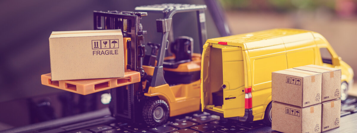 Forklift truck with boxes delivery