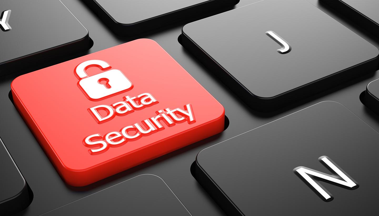 Der Ausschnitt einer Computertastatur mit einer roten Taste mit Vorhängeschlosssymbol und der Aufschrift Data-Security