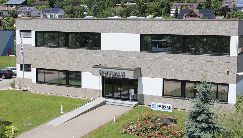 Gebäudeansicht des KRIWAN Testzentrums in Forchtenberg, wo es um Prüfen, Testen, Qualifizieren und Zertifizieren geht