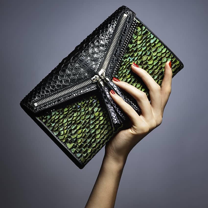 Pochette haute couture Esmeralda, plumes issues de colerettes de faisans
