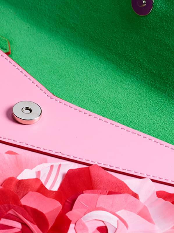 Pochette haute couture Rose rouge divine Ingrid Paris interieur velours vert