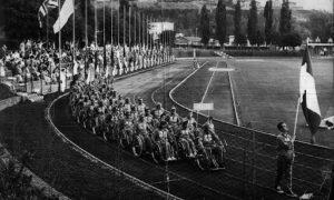Foto sfilata degli atleti italiani alle Paralimpiadi di Roma del 1960