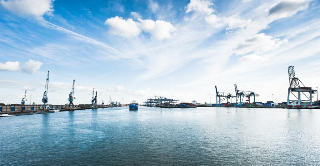 Foto di uno scorcio dell'area portuale di Rotterdam
