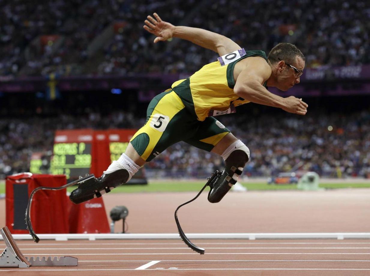 Foto dell'atleta Pistorius durante una gara che fa lo scatto iniziale