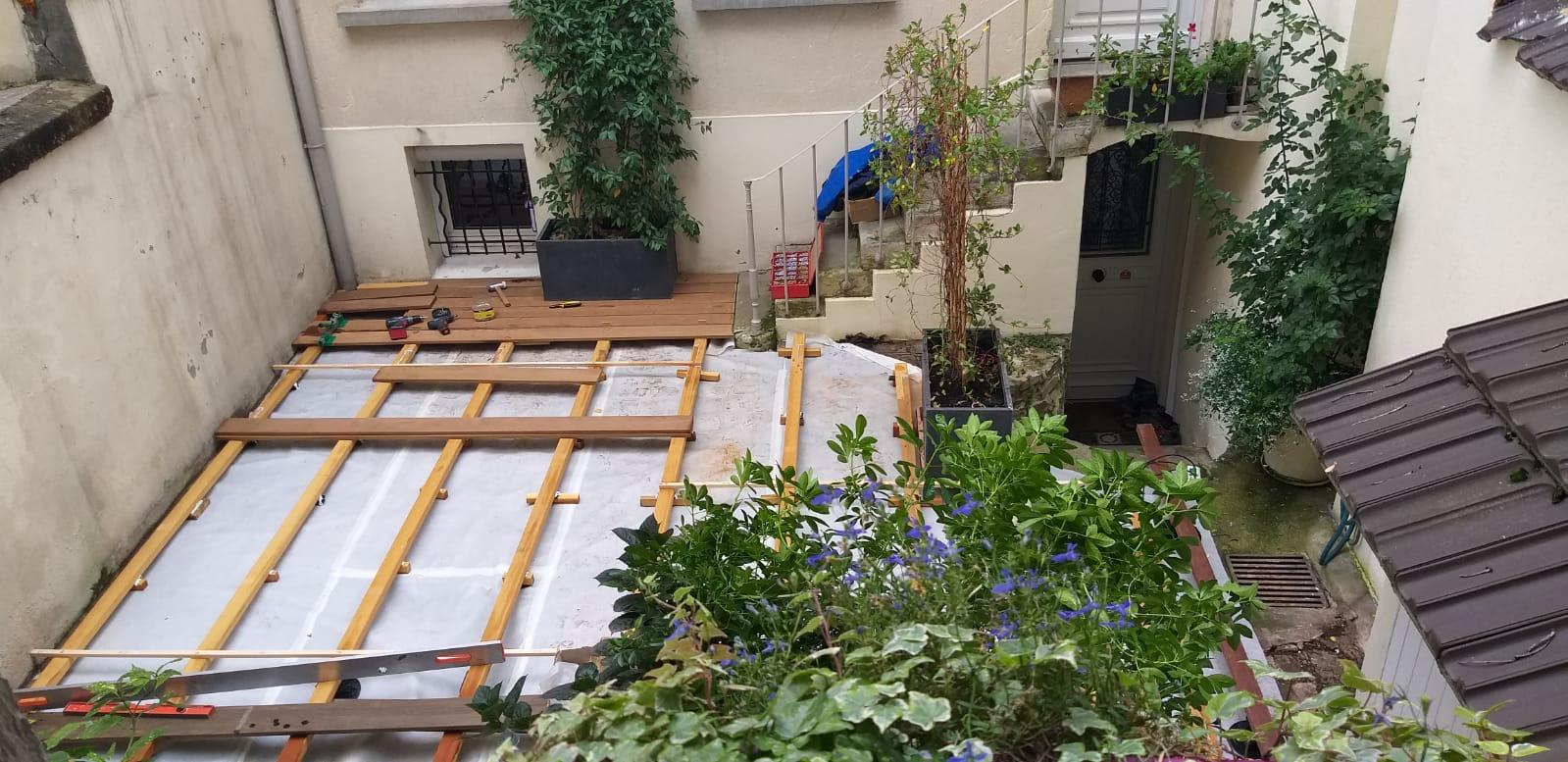 Début de travaux d'une terrasse en bois