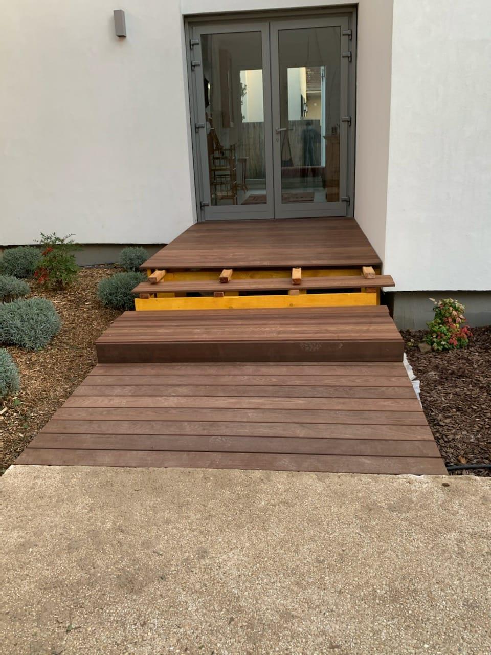 Avancé terrasse bois construction