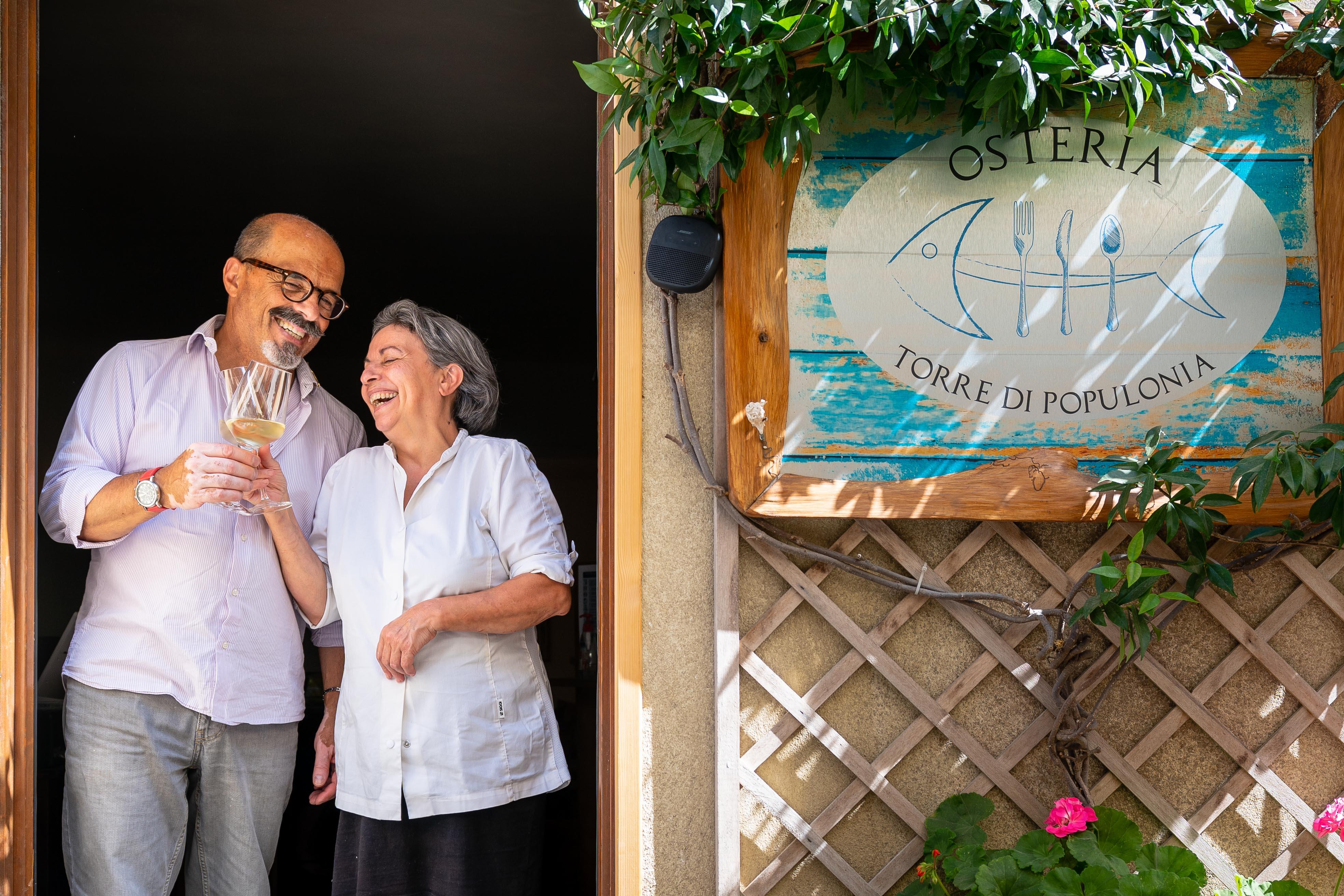 Antonio e Maria Ciminelli, ristoratori e proprietari dell'Osteria Torre di Populonia, ristorante di pesce a km zero in Toscana.